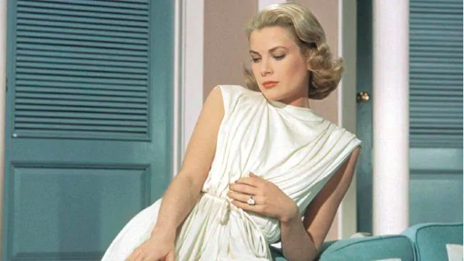 Grace Kelly and her engagement ring in High Society.